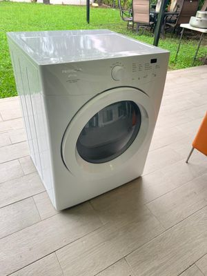 brand new washer and dryer in very good condition for Sale in Miami, FL