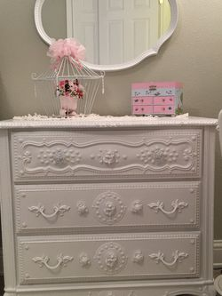 Sweet Three Drawer French Provincial Dresser and Mirror Set for Sale in Kirkland,  WA