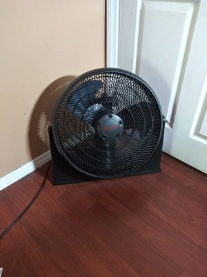 FLOOR FAN HONEYWELL 2O INCH 3 SPEEDS WORKING GREAT IF SOMEBODY INTERESTED PLEASE TEXT ME. for Sale in Los Angeles, CA