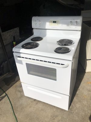 "30"" Frigidaire white electric stove/oven for Sale in Bonney Lake, WA"