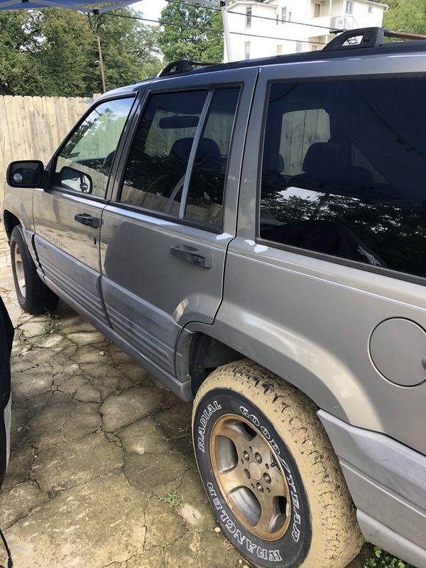 1995 Jeep parts only it do runs no tiled no keys $500obo