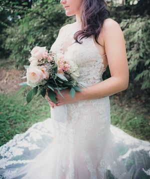 Wedding Dress size 10, Gorgeous Ivory, Pink, Blush, Nude, Fit and Flare for Sale in Tacoma, WA