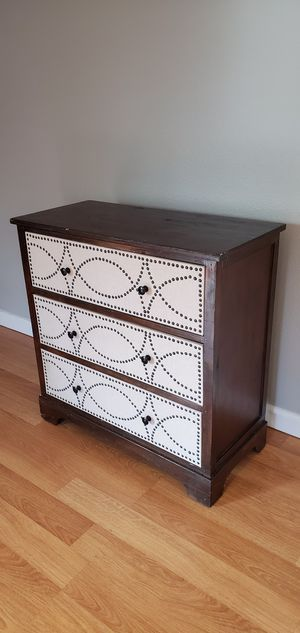Brown 3 drawer dresser for Sale in Federal Way, WA