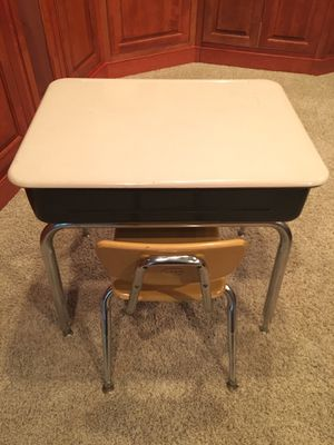 Virco Student Lift Top Desk w/Metal Book Box & Chair for Sale in Carmel, IN