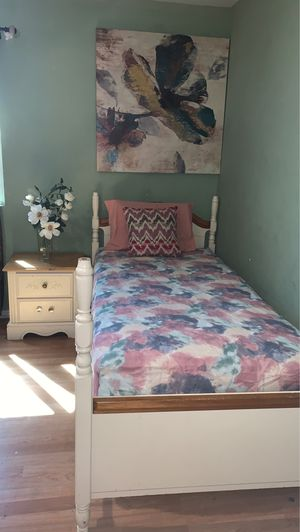Twin bed for Sale in Sanger, CA