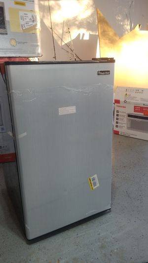 Magic Chef 4.4 Cu Mini Refrigerator for Sale in Spring Hill, FL