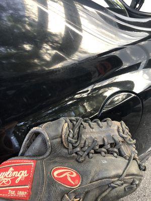 Baseball glove Right hand for Sale in Miami, FL