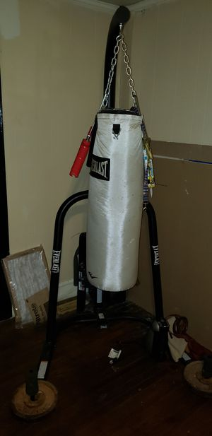 70 lbs punching bag and stand for Sale in Easley, SC