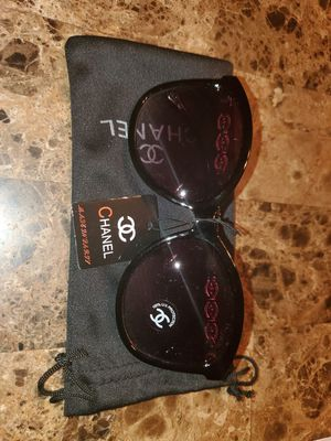 Sunglasses with bag for Sale in Mesa, AZ