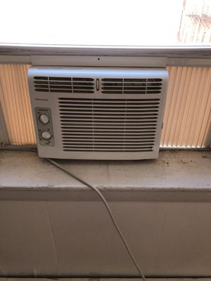 Frigidaire window unit. Fully working. for Sale in Boston, MA