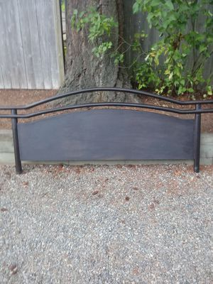 King size Mahoginy wood bed frame for Sale in Sumner, WA