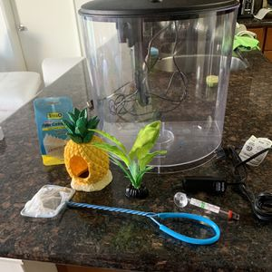 Fish Tank & Equipment (3.5 Gallon) for Sale in San Diego, CA