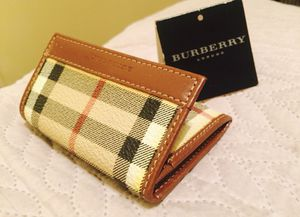 Burberry wallet - new , great condition for Sale in Allen, TX
