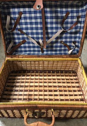 Vintage picnic basket for Sale in Merritt Island, FL