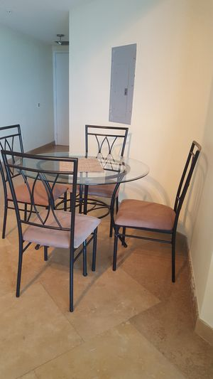 Dining set 4 chairs and round glass table. for Sale in Miami Beach, FL