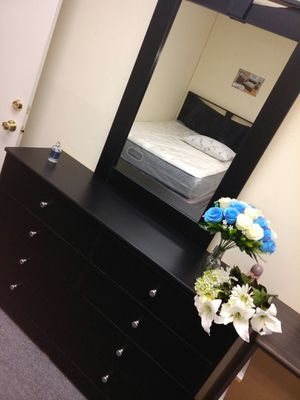 Mirror with dresser for Sale in Los Angeles, CA