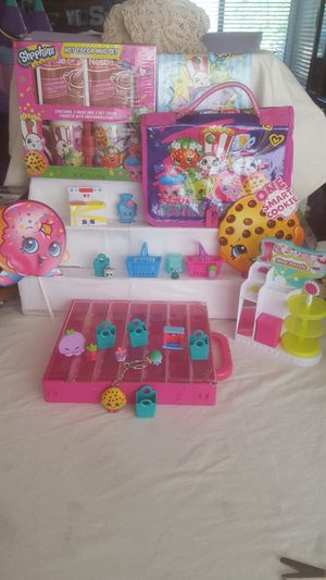 Shopkins Lot of Cups, Figures, Case, Shop, Carrier Purse, etc. for Sale in Riverside, CA