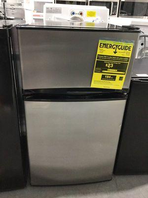 Mini fridge Refrigerador Refrigerator Frio Nevera 3.1 CF for Sale in Miami, FL