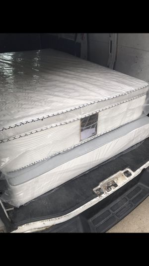 Queen pillow top mattress with box spring 180$ for Sale in Chicago, IL
