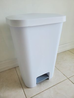 Trashcan for Sale in Miami, FL