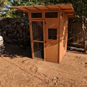 Cat House/Chicken Coop for Sale in Madera, CA