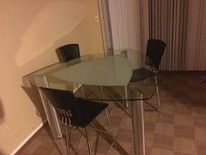 Table and both air system for 200 for Sale in Grosse Pointe Park, MI