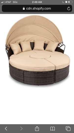 NNH 5 piece wicker rattan round Daybread for Sale in Fontana, CA