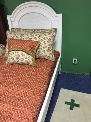 Solid wood twin bed. for Sale in Philadelphia, PA