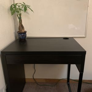 IKEA Desk $40 Fairly New Assembled Ready To Use for Sale in Salinas, CA