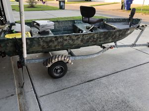 12ft Lowe/ Johnson 3.5 $1150 obo for Sale in Portsmouth, VA
