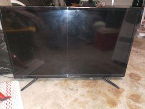 Hensley 40 inch TV for Sale in Fresno, CA