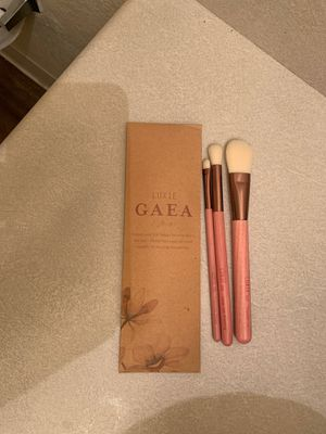 luxie gaea makeup brushes for Sale in Tucson, AZ