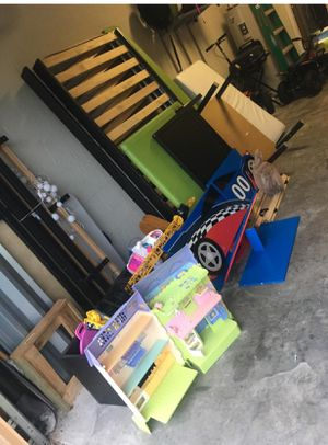 Free please I need some body pick up everything 1 time for Sale in Tampa, FL
