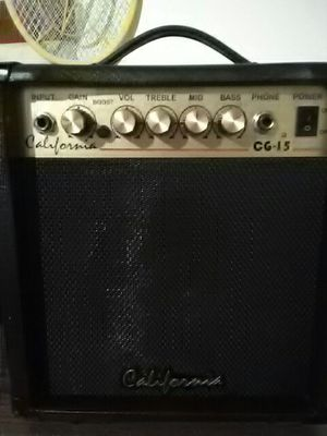 Good little AMP that thanks it's A Big AMP grate sound. for Sale in Abingdon, VA