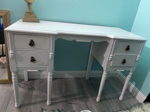 Vanity Desk for Sale in West Chicago, IL