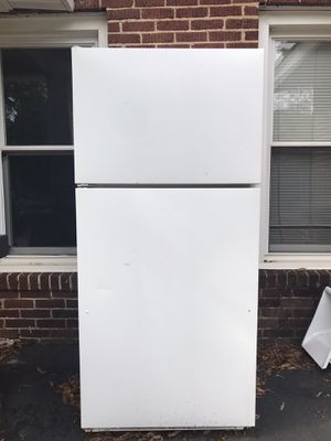 GE TBX18 Refrigerator with top Freezer for Sale in Charlotte, NC