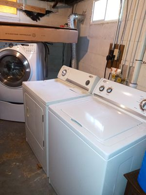Whirlpool washer and dryer for Sale in Northwest Plaza, MO