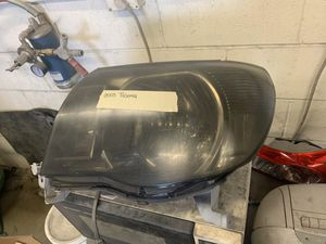 toyota tacoma 2005 headlight for Sale in Whittier, CA