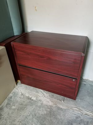 Two drawer lateral file cabinet $50 (good condition) for Sale in Houston, TX