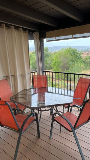 Patio table and 5 chairs for Sale in Canyon Lake, CA