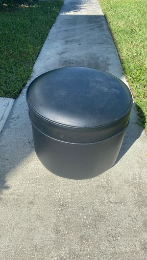 Feet stand Ottoman for Sale in West Palm Beach, FL