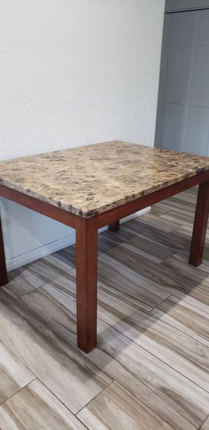 Table. FREE for Sale in Miami, FL