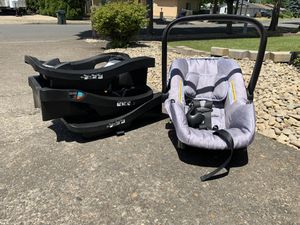Evenflo car seat + 3 bases for Sale in Springfield, OR