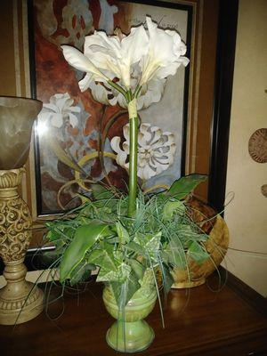 """25"""" silk Amarilys Ivy Centerpiece for Sale in Apopka, FL"""