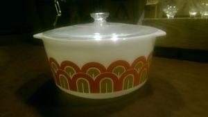 Vintage 1970's Promotional 344 Pyrex Arches 3 Quarts Round Casserole dish bowl for Sale in Lutz, FL