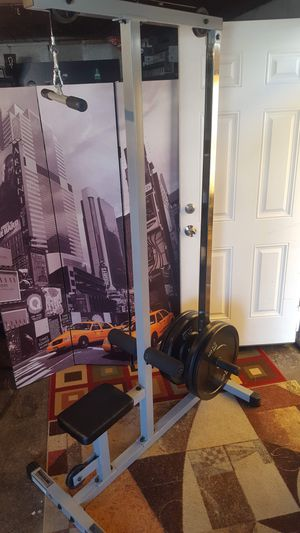 Lat pull down with Olympic bumper plates for Sale in Lakewood, WA