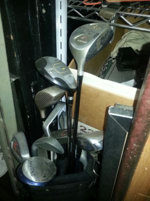 Kids golf club sets, comes with nice pop up bag for Sale in Bolingbrook, IL