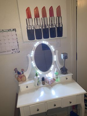Vanity w/ lights selling lipstick painting with it. for Sale in Corning, CA