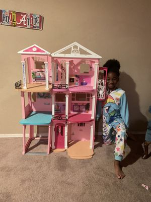 Giant Barbie doll house!! for Sale in Glendale, AZ