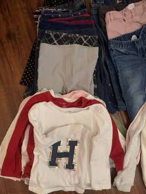 Baby girl clothes size 3t a few 2t can fit 2-3years old for winter for Sale in Colton, CA